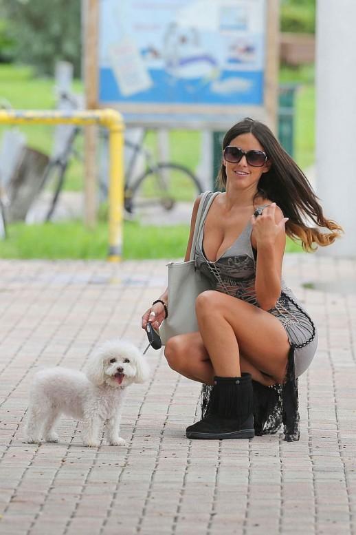 Claudia Romani pantie flash upskirt