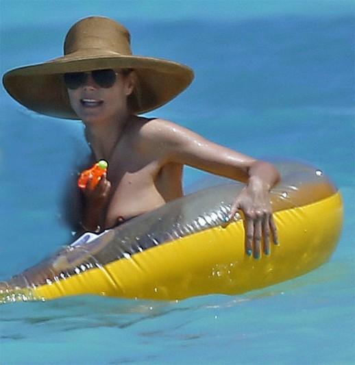 Heidi Klum nip slip