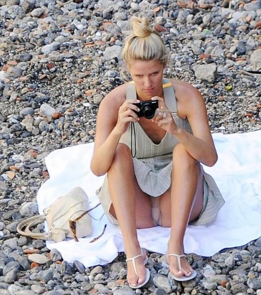 Nicky Hilton panty upskirt