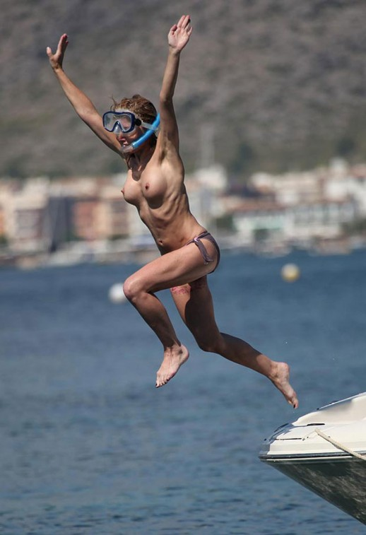 Sarah Honeywell topless