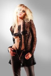 Taylor Momsen topless